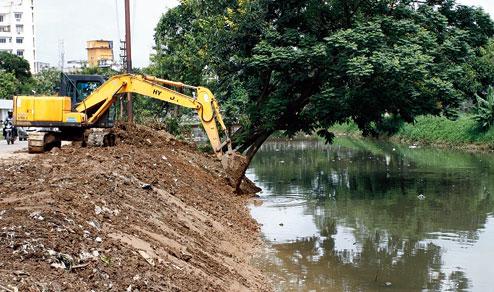 Akeredolu warns against dumping of refuse in drainage