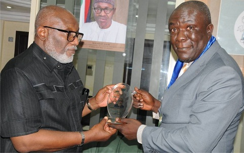 Akeredolu bags NSE's 'Engineering Man of the Year' Award, praises Adaba FM on 10th anniversary