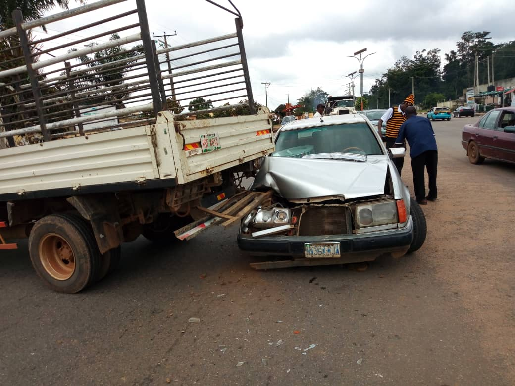 Man escapes death in an auto crash