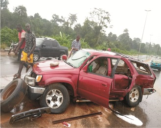 Two  escape death in Akure autocrash