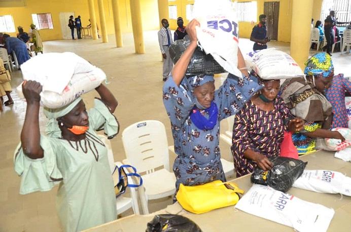 Mrs. Akeredolu succours 800 Akoko N/East widows