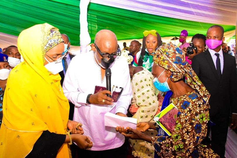 300 women benefit FG's cash grant in Ondo